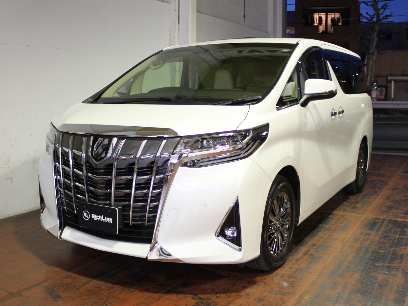 ALPHARD Executive Loungeリッチライン